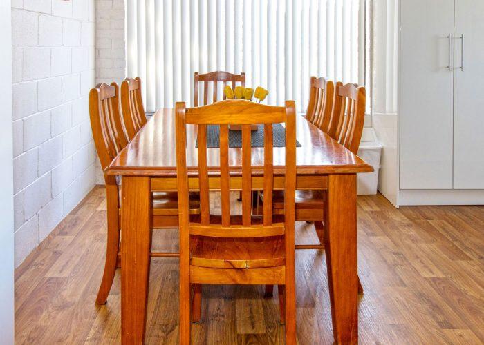apollo-holiday-units-naroom-accommodationa-dining-3