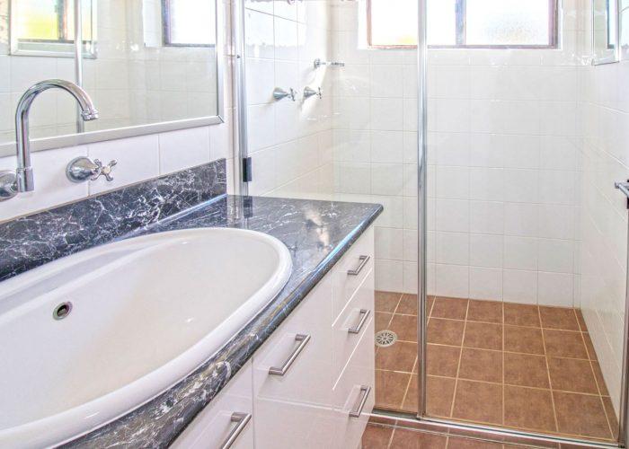 apollo-holiday-units-narooma-accommodation-bathroom-2