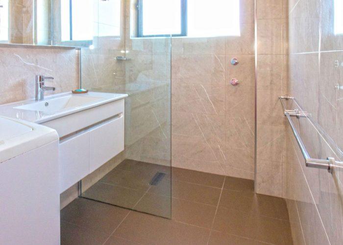 apollo-holiday-units-narooma-accommodation-bathroom-3