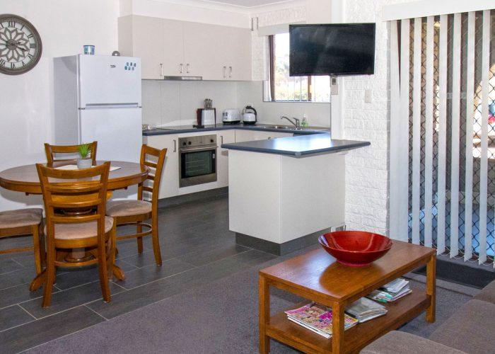 apollo-holiday-units-narooma-accommodation-kitchen-6