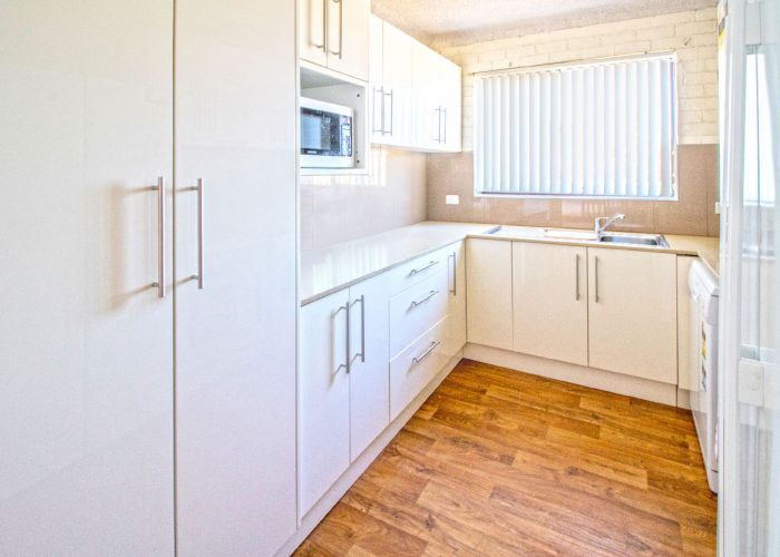 apollo-holiday-units-narooma-accommodation-kitchen-7