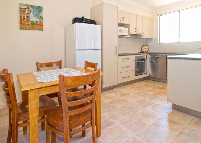 apollo-holiday-units-narooma-accommodation-kitchen-8