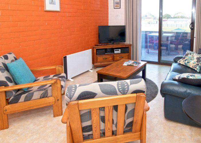 apollo-holiday-units-narooma-accommodation-lounge-7